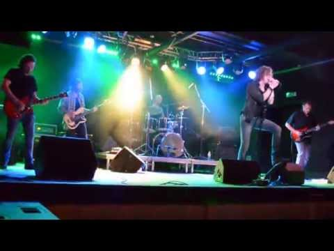 SUPERUNKNOWNs - Outshined & No Attention // live @ Expresszó // 2014-05-02
