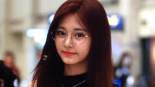 Video 170928 [TWICE] at singapore airport back to korea 😍😍 download MP3, 3GP, MP4, WEBM, AVI, FLV Maret 2018