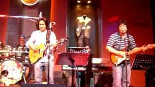 Rene Garcia of Hotdog sings Manila