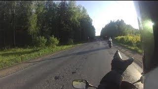 Стоит ли связываться с машинами? Как ездить на мотоцикле по трассе.
