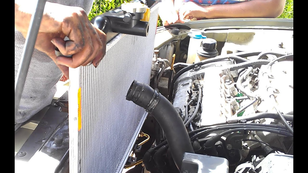 Hyundai Radiator Swap Demonstrated On A Hyundai Sonata V6