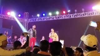सुपरस्टार अक्षरा सिंह स्टेज पे आने का वादा सारे दर्शक लोग खुश है भाई लोग इस वीडियो को जरूर देखें