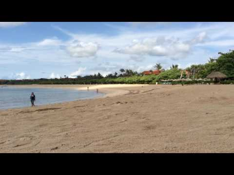 Rowerem po plaży na Nusa Dua
