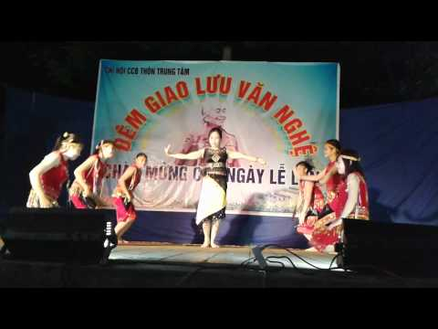Múa Tiếng chày trên sóc Bom Bo - Phụ nữ thôn Trung Tâm- HT-HH-BG