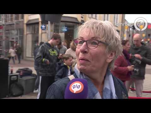 Selfie met KNVB-beker: 'Hij komt zeker terug in Arnhem'