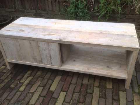 TV meubel van gebruikt steigerhout met schuifdeur - YouTube