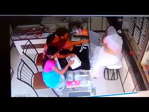 NEW: Women thieves caught Stealing CCTV in Jewellery shop at Hyderabad | NEWS INDIA TELUGU