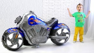 Max transformed SUPER MOTORBIKE from balloon motorcycle and Ride On Toy Cars