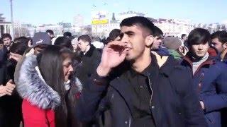 НАВРУЗ . Праздник прихода весны у мусульман . Молодежь танцует . Казань .