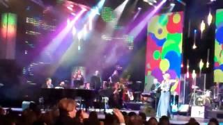 Shakira - En Barranquilla Me Quedo (Homenaje Como Persona Del Año 09/11/11 Grammys)