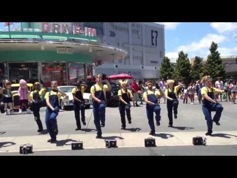 You should be dancing universal superstar parade