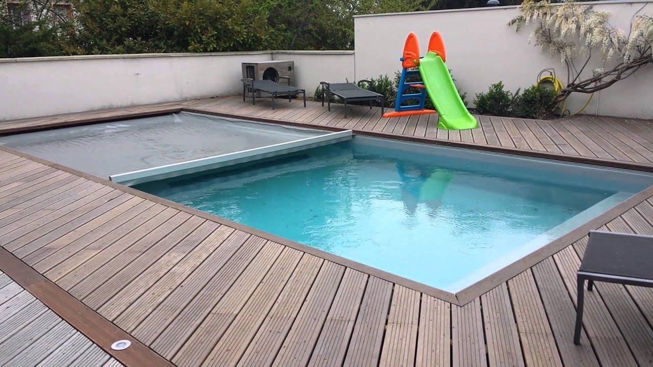 Couverture de piscine aquaguard youtube for Couverture pour piscine