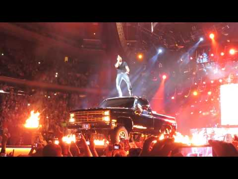 Luke Bryan - That's My Kinda Night - Madison  Square Garden