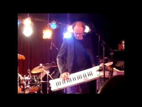 Gary Wright Live - Dreamweaver, Can't Find The Judge, Love is Alive