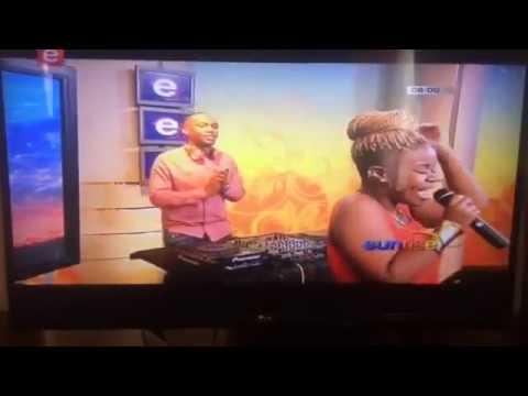 Mzeezolyt x Moflava- Mfanomuntu(live) on Etv Sunrise