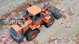 USA  Pizzas fly   big rig spills cheesy load over Little Rock highway