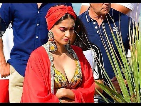 Sonam Kapoor Deep Boob Cleavy Show thumbnail