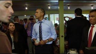 Au restaurant, Obama coupe la file d'attente et le paie très cher  -- 11/07