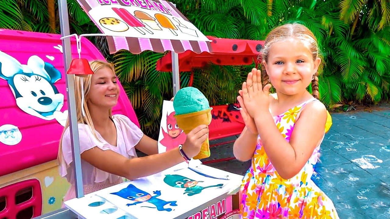 Диана и Рома играют в магазин мороженого