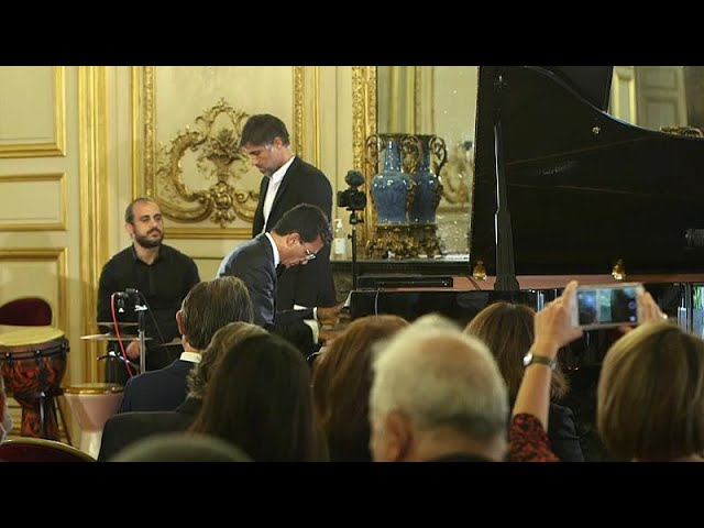 <span class='as_h2'><a href='https://webtv.eklogika.gr/synaylia-gia-ti-viryto-stin-galliki-geroysia' target='_blank' title='Συναυλία για τη Βηρυτό στην Γαλλική Γερουσία'>Συναυλία για τη Βηρυτό στην Γαλλική Γερουσία</a></span>