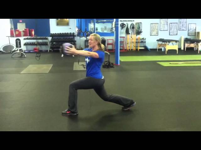 MEDICINE BALL: Lunge with rotation