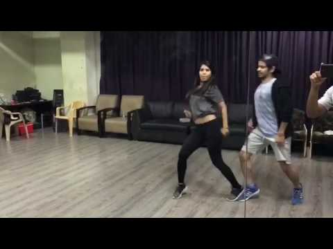 Alisha and Rahul  - Main Tera Boyfriend