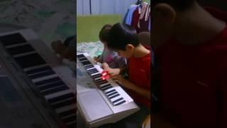 Цыганочка на синтезаторе - Зарина и Тимур