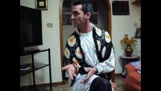 JOHNNY LO BELLO, IN VERSIONE   SHOW MAN.....DA RIDERE........!
