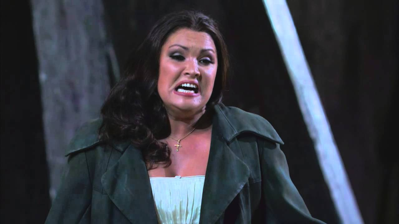 """Il Trovatore: """"D'amor sull'ali rosee"""" (Anna Netrebko)"""