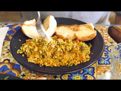 INDIAN BREAKFAST in DUBAI | Egg Bhurji, Aloo Paratha