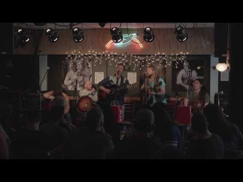 The Northern Beauties - I Dont Want To Fight Anymore - Live at the Bluebird Cafe