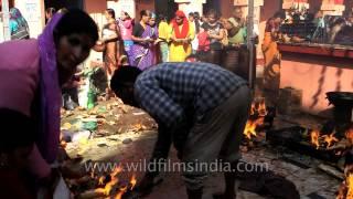 Pilgrims cluster for Vaikunth chaturdashi - Kamleshwar temple