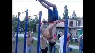 видео: Street Workout, или Выкрутасы уличных гимнастов