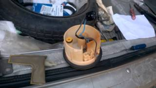 Замена топливного фильтра в Toyota Yaris Verso Funcargo(, 2015-08-09T20:55:39.000Z)