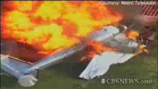 Plane crashes feets away from a Florida home