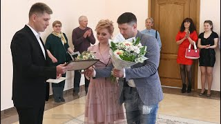 Нотариусы поздравили молодоженов в загсе Железнодорожного района Витебска
