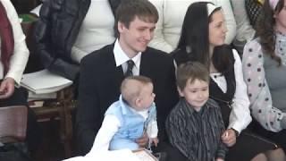 """Молитва над дітьми сімей Філімончуків та Яворських 2011 р. Церква ЄХБ """" Голос Євангелія""""."""