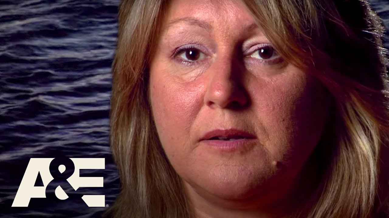 Download I Survived: Woman Swims Through Shark-Infested Waters - Full Episode (S2, E3) | A&E