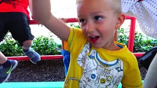 Familienausflug in den Vergnügungspark mit Vlad und Nikita