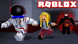 TEACHING MY SISTER HOW TO PLAY!! - ROBLOX FLEE THE FACILITY