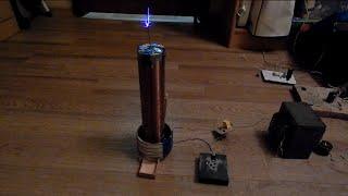 Катушка тесла своими руками опыт 2(В данном видео я покажу вам улучшенную катушку тесла которую я собрал сам. Детали которые использовались..., 2015-02-08T17:53:57.000Z)