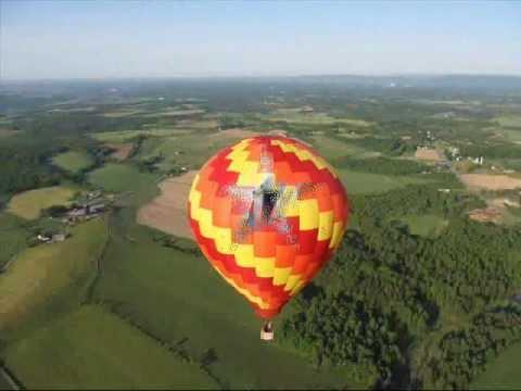 елка клип на большом воздушном шаре