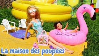Vidéo en français pour enfants. Barbie va à la piscine. Jeux pour les filles