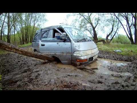 Toyota Town Ace по бездорожью на грязевой резине