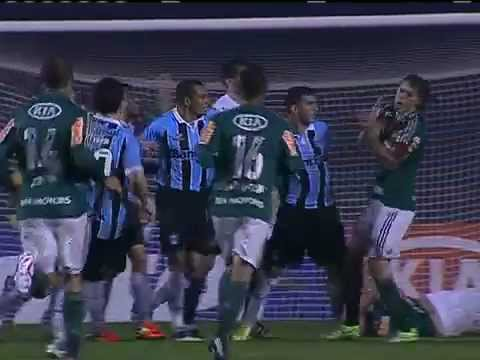 Confusão no jogo entre Palmeiras e Grêmio - Copa do Brasil ...