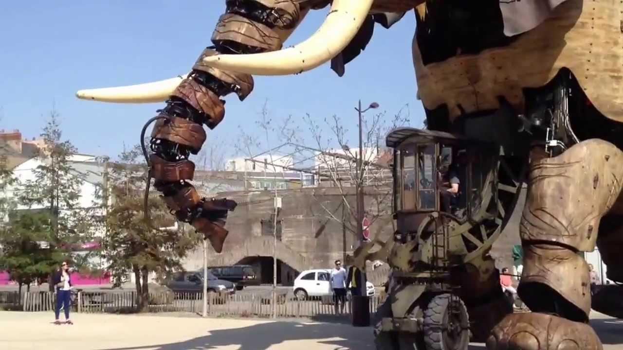 Huge ass robotic elephant in nantes france youtube - Elephant assis ...