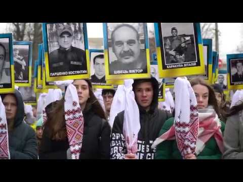 gazeta ye.ua: «Марш Героїв» у Хмельницькому: портрети, квіти та молитва.