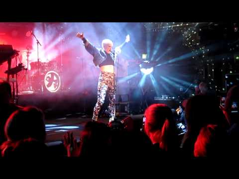 Robyn - Hang With Me (live) @ Berns, Stockholm 2010-12-14