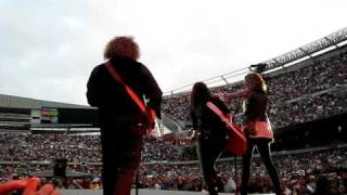 Sugarland Down In Mississippi live Soldier Field sandbar 6-13-09