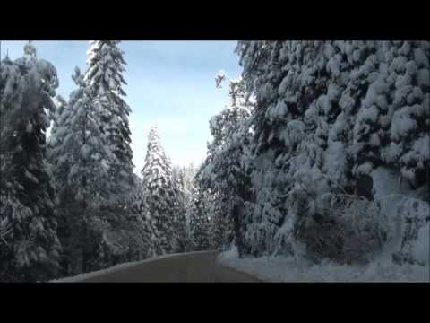 Driving in snow to Yosemite south entrance on Christmas Day 2016